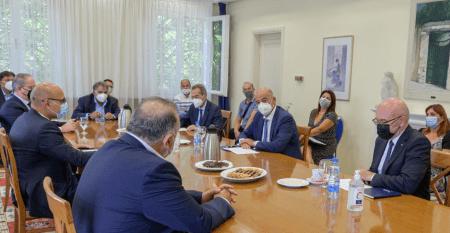 Τους Έλληνες επιχειρηματίες στην Βόρεια Μακεδονία συνάντησε ο Νίκος Δένδιας