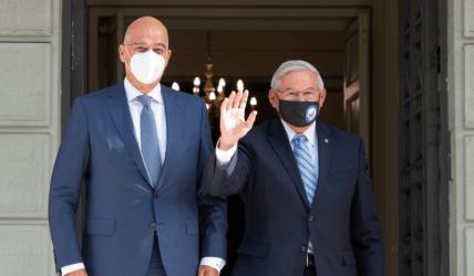 Οι στρατηγικές σχέσεις Ελλάδας-ΗΠΑ στο επίκεντρο της συνάντησης Δένδια-Μενέντεζ