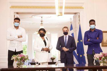 Πρωθυπουργός: Στο πρόσωπό σας, στο πρόσωπο όλης της οικογένειας Αντετοκούνμπο, αντικατοπτρίζεται η Ελλάδα που θέλουμε