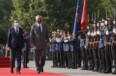 Ράμα στη Σερβία από την Πρίστινα: Ηττημένοι στρατηγοί βγήκαν από το «τάφο» να υπερασπιστούν τους Σέρβους στο Κοσσυφοπέδιο