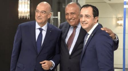 Η επιθετική συμπεριφορά της Τουρκίας στο επίκεντρο της συνάντησης Δένδια και Σούκρι-Τριμερής των ΥΠΕΞ Ελλάδας-Κύπρου-Αιγύπτου