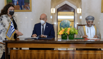 Υπογραφή δύο συμφωνιών Ελλάδας-Ομάν κατά την επίσκεψη του Νίκου Δένδια